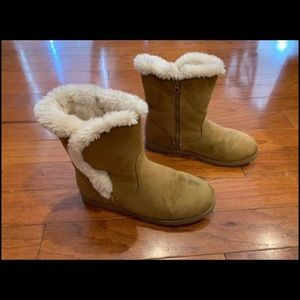 Girl's Shearling Boots Cat & Jack Tan Size 6